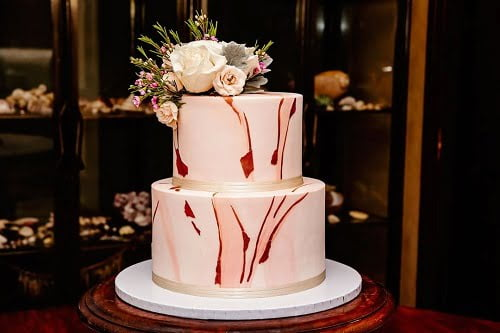 marble-like wedding cake at Villa Botanica