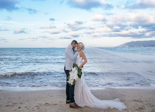 destination wedding at Queensland Villa Botanica Wedding Venue perfect location for the perfect kiss